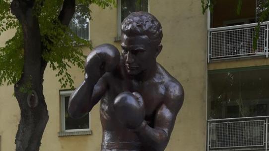 Papp László szobrának felszentelése