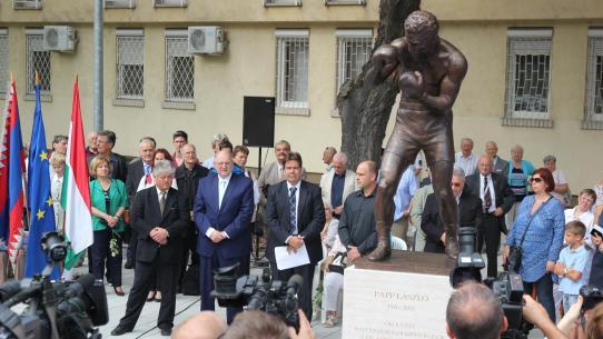Szobrot kapott Papp László a XIII. kerületben